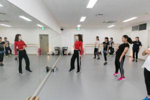 ダンスする女性